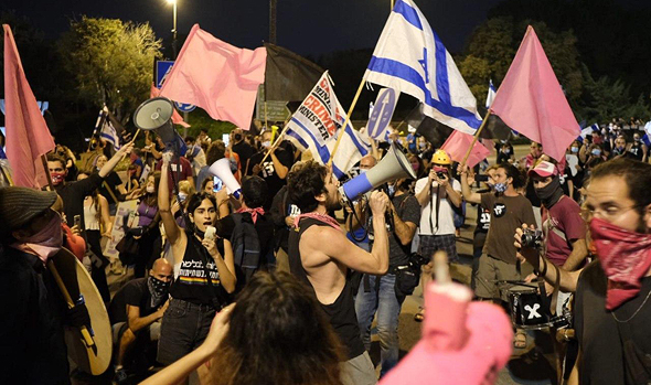מפגינים בבלפור, צילום: יואב דודקביץ