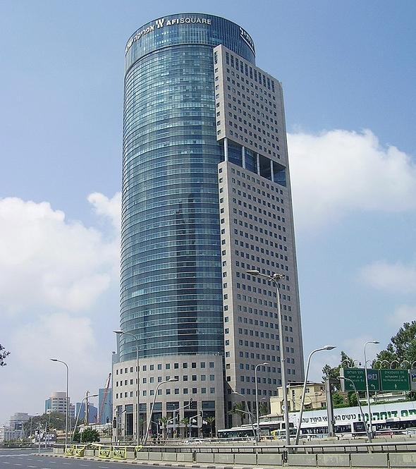 מגדל קרית הממשלה בתל אביב. השטח המסחרי בבקעת אונו – פי חמישים בגודלו