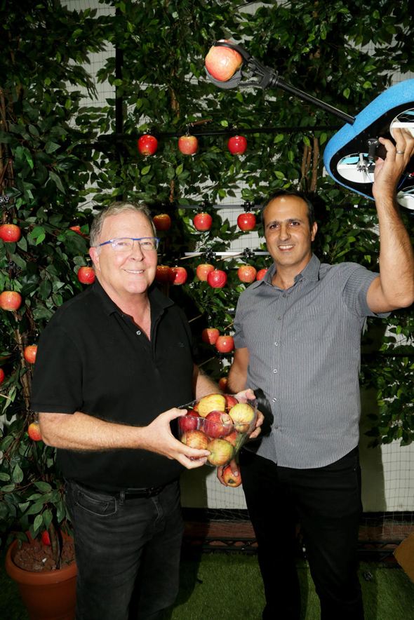 Tevel Aerobotics chairman Eyal Desheh (left) and CEO Yaniv Maor. Photo: Yariv Katz
