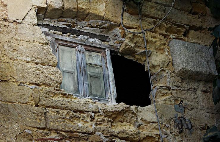 בית שנראה נטוש, למכירה בסיציליה