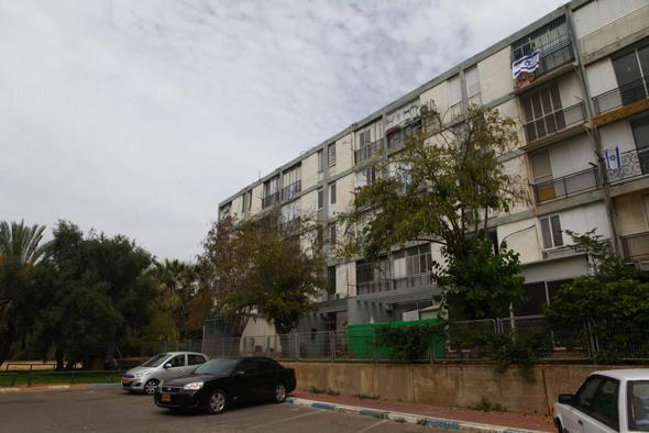 """בית דיור ציבורי בת""""א. המדינה תקבל דירות בשטח קטן יותר מזה שהיא זכאית לו, ואת יתרת השווי תקבל במזומן"""