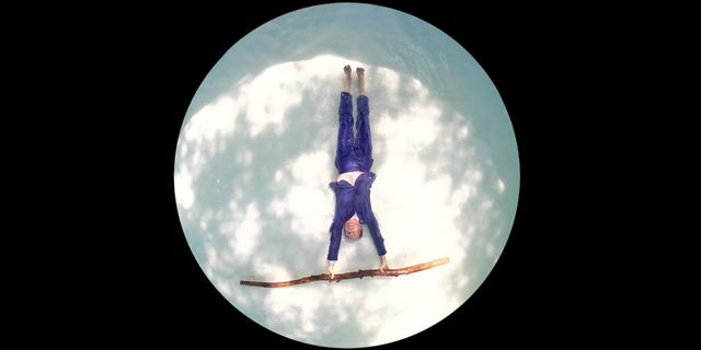 ראש מעל המים: הכוריאוגרף אבשלום פולק בשיתוף פעולה וירטואלי