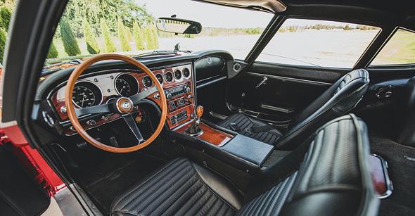רכב טויוטה GT2000 מבפנים
