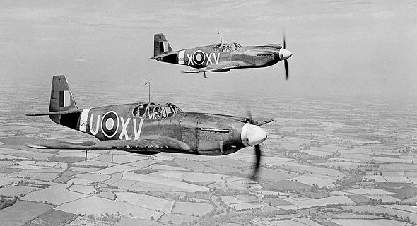 מוסטנגים בריטיים באוויר