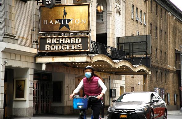 כרזות של המילטון על תיאטרון בטיימס סקוור