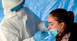 בדיקת קורונה בסלובקיה, צילום: רויטרס