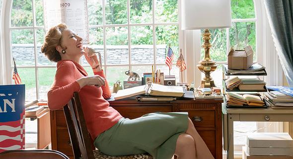 """קייט בלאנשט בתפקיד פיליס שלאפלי בסדרה """"גברת אמריקה"""""""