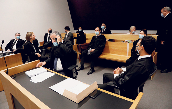דיון בבית המשפט המחוזי בתל אביב. כל הנוכחים חייבים בעטיית מסכות