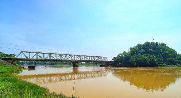 נעים להכיר: גשר טאן הואה