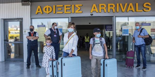 יוון הודיעה: 10,000 תיירים ישראלים מחוסנים יוכלו להיכנס בשבוע