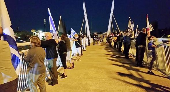 מפגינים בגשר דרורים