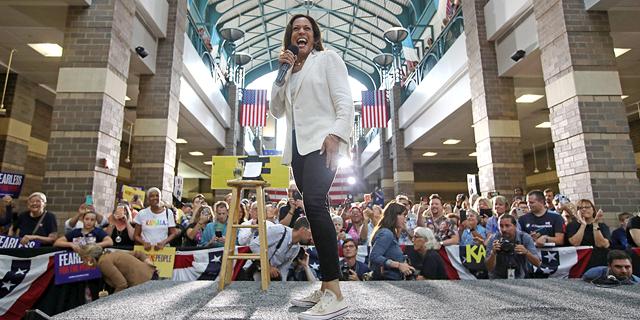 קמלה האריס הפכה את המלתחה לחלק מהמסר הפוליטי