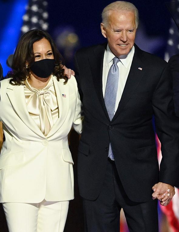 """מימין נשיא ארה""""ב ג'ו ביידן וסגנית הנשיא קמלה האריס"""