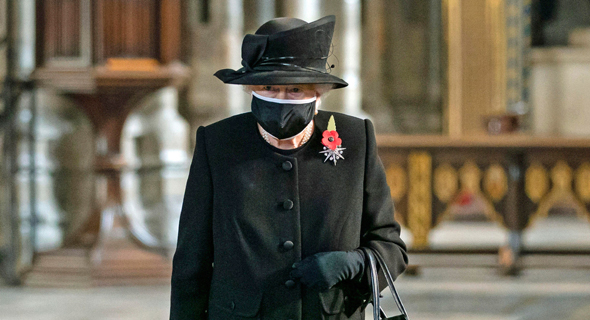 אליזבת מלכת בריטניה עם מסכה, צילום: איי פי