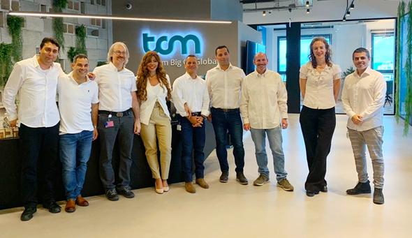 שני וגבי בר עם צוות ההנהלה במטה הישראלי במשרדי TCM בהרצליה
