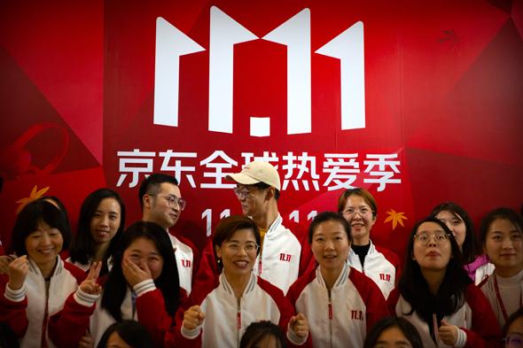 עובדים של JD.com ביום הרווקים הסיני 2020 , צילום: איי פי