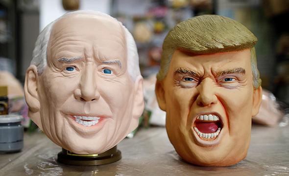 מסכות בדמות ג'ו ביידן ודונלד טראמפ