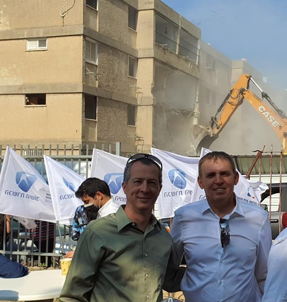 ירון ספקטור (מימין) והשמאי גיל סיטון שטיפל בפרויקט