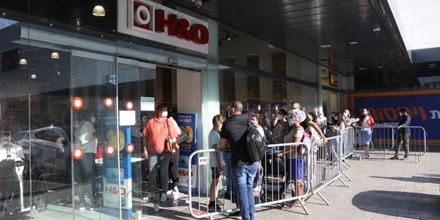 למרות התורים בכניסה לחנויות: הצריכה עדיין לא חזרה לשגרה