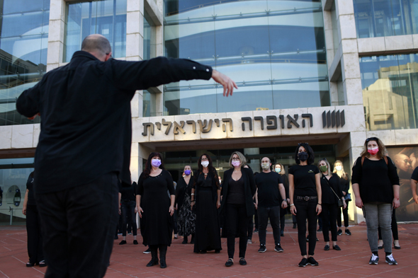מחאת זמרי האופרה, היום, צילום: עמית שעל