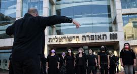 מחאה של זמרי ה אופרה בעקבות הפיטורים, צילום: עמית שעל