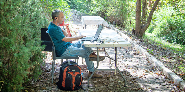 Who needs an office? Working outside is Israel's hottest fall trend