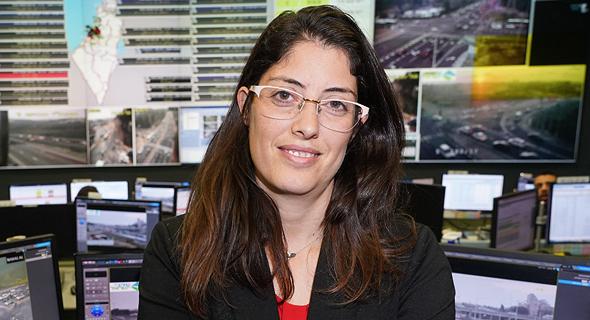 """הילה חדד, סמנכ""""לית אסטרטגיה וחדשנות בנתיבי ישראל. טעינה גם בדרך לאילת"""
