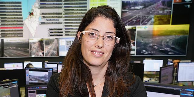 """הילה חדד, סמנכ""""לית אסטרטגיה וחדשנות בנתיבי ישראל. טעינה גם בדרך לאילת, צילום: בן גוטמן"""