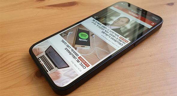 מסך אייפון 12 מיני, צילום: איתמר זיגלמן