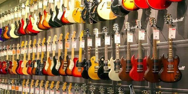 """הגיטרה הרוסה: רשת כלי הנגינה הגדולה בארה""""ב הגישה בקשה לפשיטת רגל לפי צ'אפטר 11"""