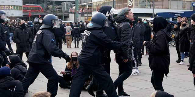 הפגנה בברלין נגד מגבלות הקורונה, צילום: אי פי איי