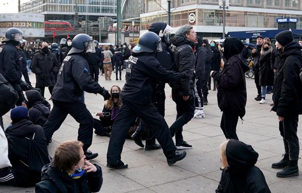 הפגנה בברלין נגד מגבלות הקורונה