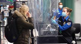 בדיקת קורונה בשדה התעופה או'הייר, צילום: איי אף פי