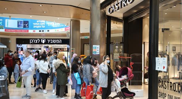 תור בכניסה לקניון מלחה בירושלים