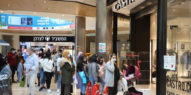 תור בכניסה לקניון מלחה בירושלים, צילום: עמית שאבי