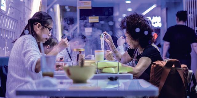 שיעורי הריקוד של עשירות הונג קונג הולידו גל קורונה חדש