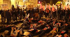 מפגינים בירושלים, צילום: עמית שאבי