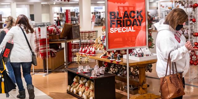 """צניחה של 50% בקניות הפיזיות בבלאק פריידיי בארה""""ב; שיא במכירות אונליין"""