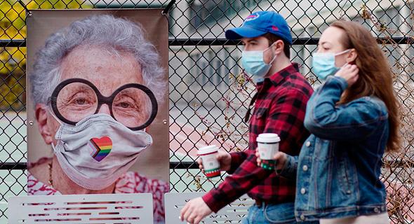 תמונה של AJ Stetson מתערוכתו Masked NYC במנהטן, ניו יורק