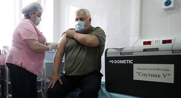 מתן חיסון ספוטניק נגד קורונה במוסקבה