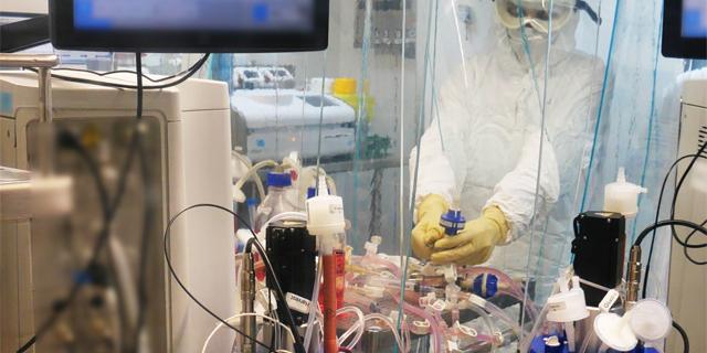 מפתחים את החיסון הישראל במכון הביולגי בנס ציונה, צילום: אגף דוברות והסברה, משרד הביטחון