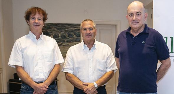 המייסדים, מימין: שלמה נחמה, רן פרידריך ומנחם רפאל. התחילו משלד בורסאי