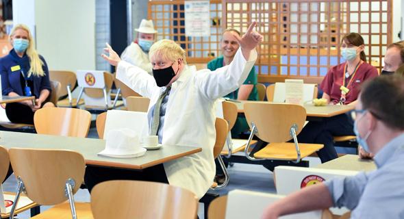 """ר""""מ בריטניה בוריס ג'ונסון ביקור בית חולים באוקטובר"""