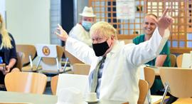 """""""מ בריטניה בוריס ג'ונסון ביקור בית חולים באוקטובר, צילום: איי אף פי"""