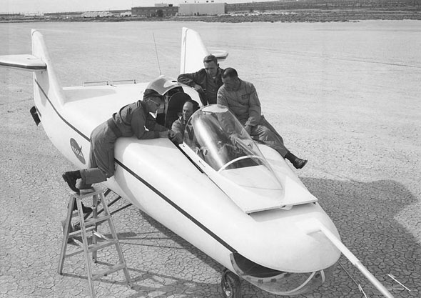 ייגר בתוך מטוס עילוי גוף