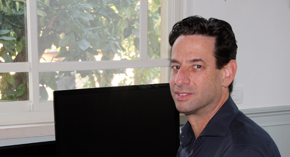 """יניב ורדי, מנכ""""ל קלארוטי במשרדו הביתי, צילום: קלארוטי"""