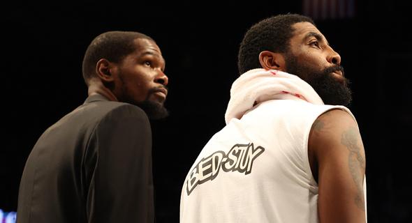 קווין דוראנט וקיירי אירווינג. כדורסל אמריקאי