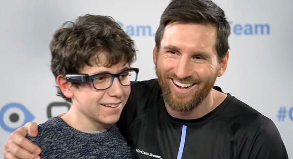 הכדורגלן ליאו מסי שגריר של אורקם עם נער עם מוגבלות, צילום: אתר אורקם