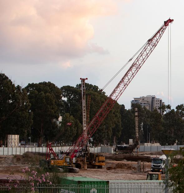מנוף בפרויקט בנייה, צילום: גיל נחושתן