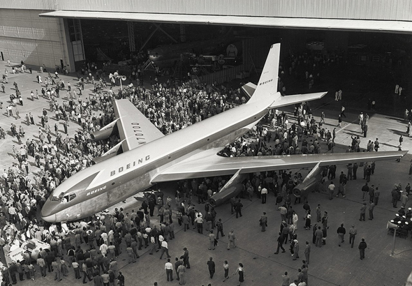 חשיפת דגם 367-80, שהפך להיות הבואינג 707 - מטוס הנוסעים המשפיע ביותר של עידן הסילון בתעופה האזרחית, צילום: NASM